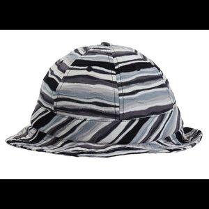 Brand new supreme stripe bell hat M/S